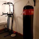 Worek treningowy, stojak do podciągania, dipów i brzucha
